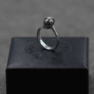 Chrome Hearts Retro Solid Cross Ball Silver Ring 2016 [021814] - $115.00 : Chrome Hearts Online,70% off Chrome Hearts Cheap Sale - Biżuteria ślubna