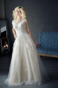 A Line Tulle Ivory Sweetheart Lace Wedding Dresses Appliques Wedding Gowns RJS502  Dress link:https://bit.ly/2YcVKFr - Sukienki na wesele